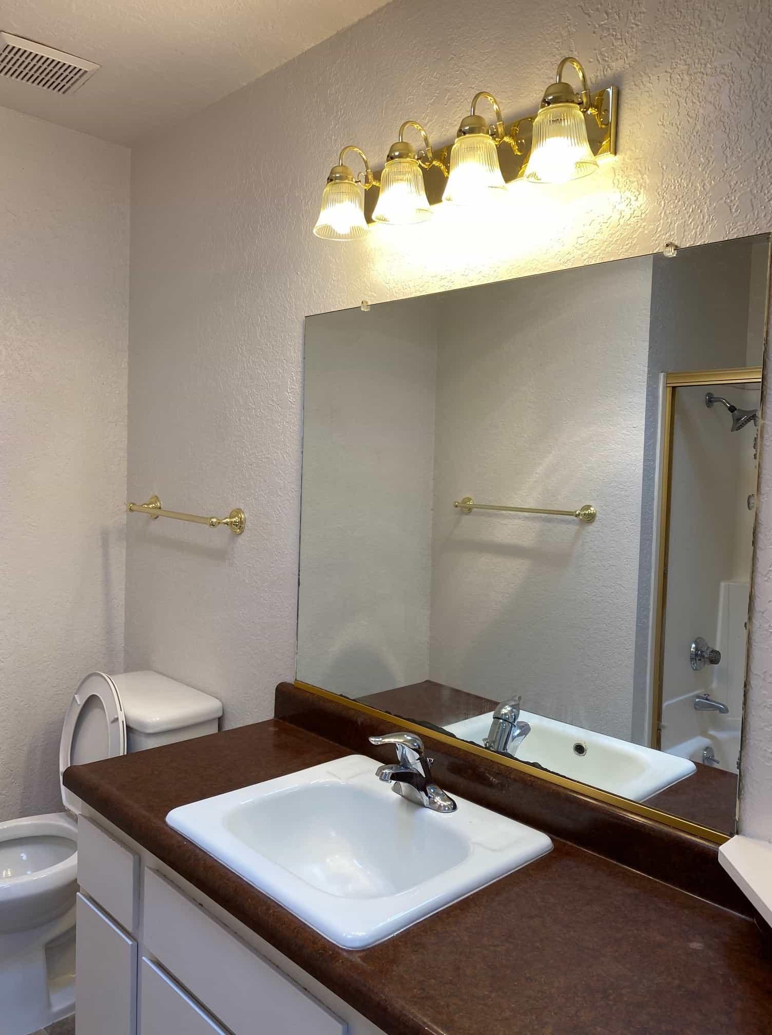 2801 Johnson #2 Upstairs Hall Bathroom