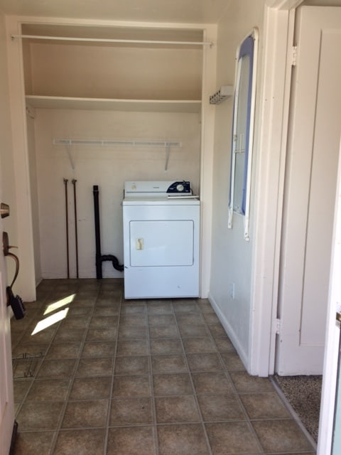 544.5 12th Laundry and Entry Room